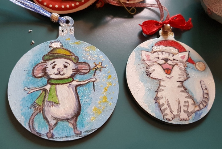 hangingchrismastree-decorations-hand-painted-on-wood-cat-and-mouse