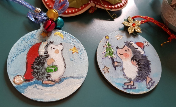 hangingchrismastree-decorations-hand-painted-on-wood-hedgehog