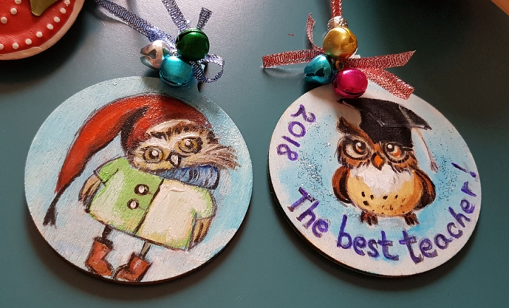 hangingchrismastree-decorations-hand-painted-on-woodowlsr