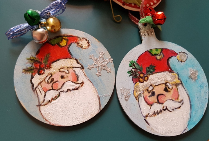 hangingchrismastree-decorations-hand-painted-on-woodsanta