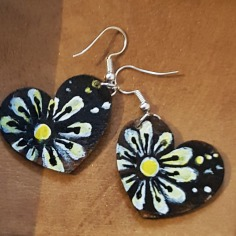 hand-painted-original-earrings-brown-heart-wood-beautiful-gift-for-her
