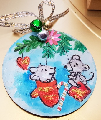 hand-painted--decorations-hand-painted-on-woodmice--personalized-giftfor-Christmas-merry-christmas