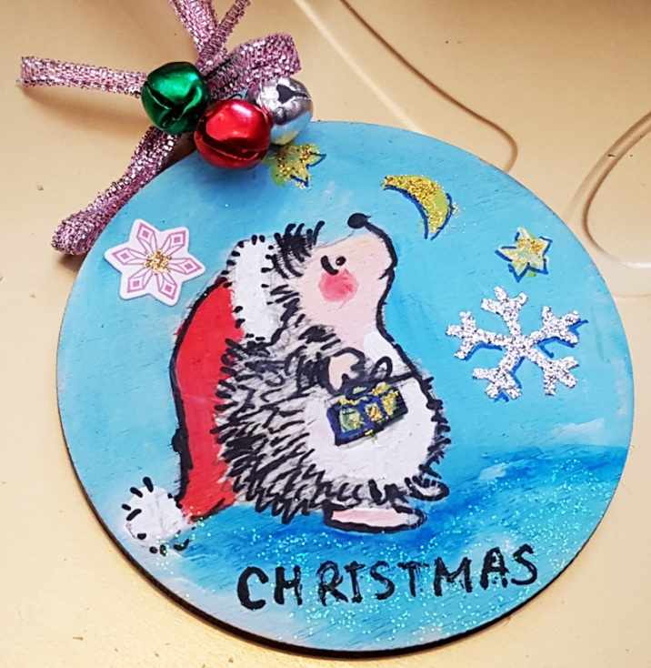 hand-painted-hangingchrismastree-decorations-hand-painted-on-wood-hedgehog-personalized-giftfor-Christmas-merry-christmas