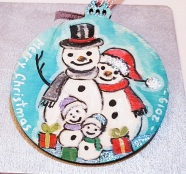 hangingchrismastree-decorations-hand-painted-on-wood-personalised-special-giftsnowmen-familyr-christmas